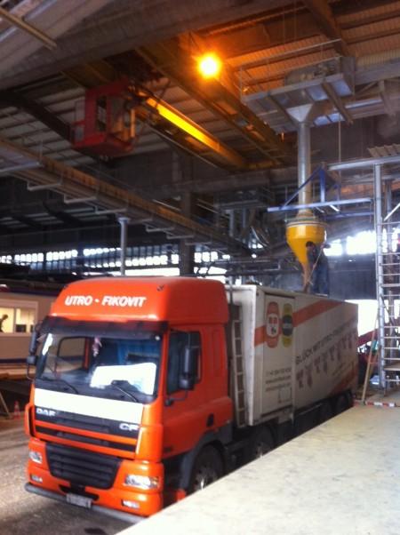 Sojaschrot unterwegs im Basler Rheinhafen