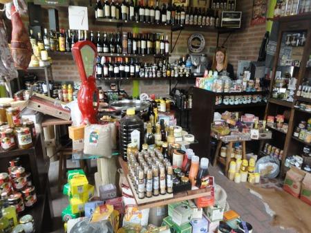 Ladenbesitzerin am Stadtrand von Buenos Aires